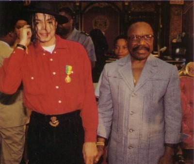 michael jackson omar bongo holding hands